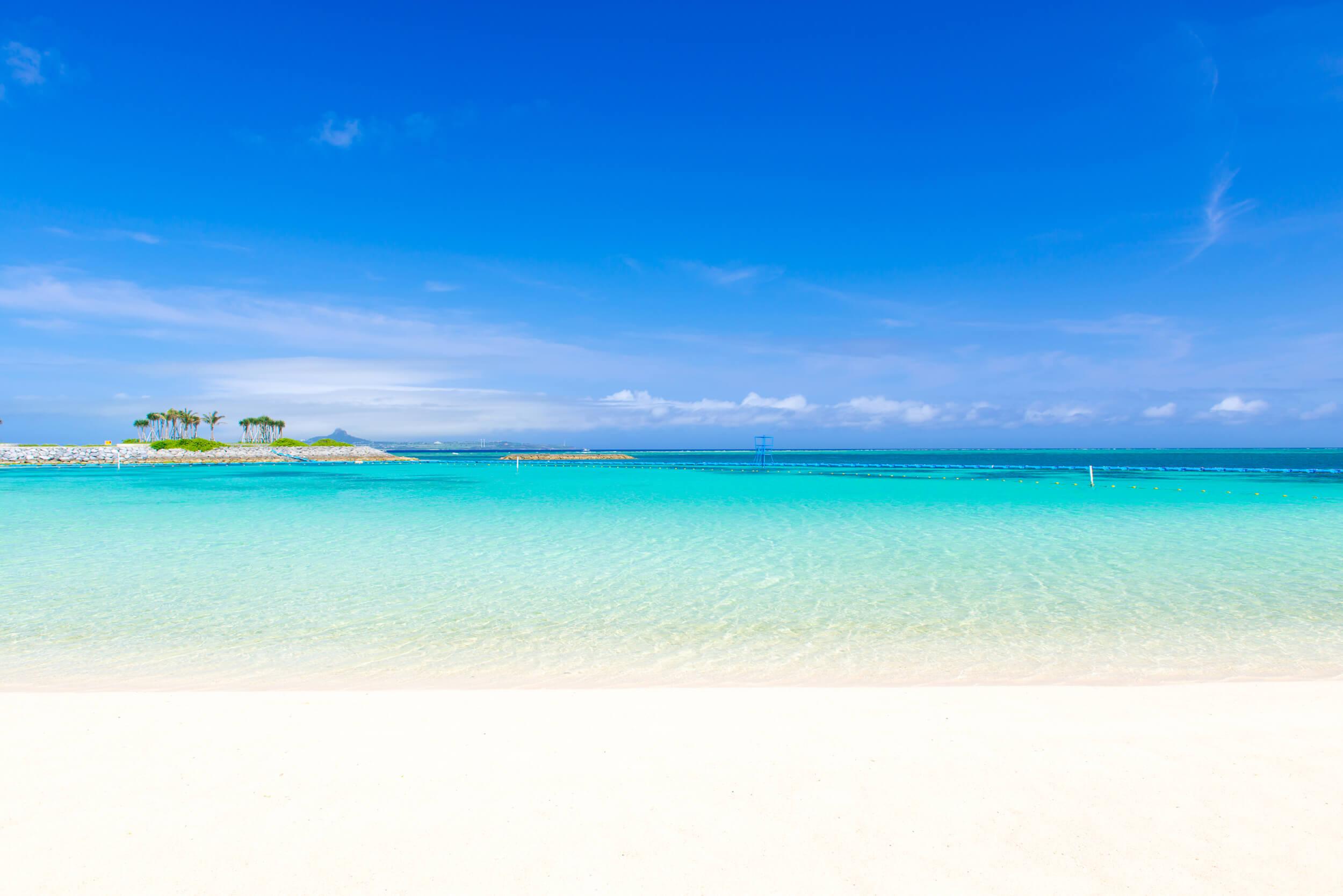 沖縄本島のビーチ