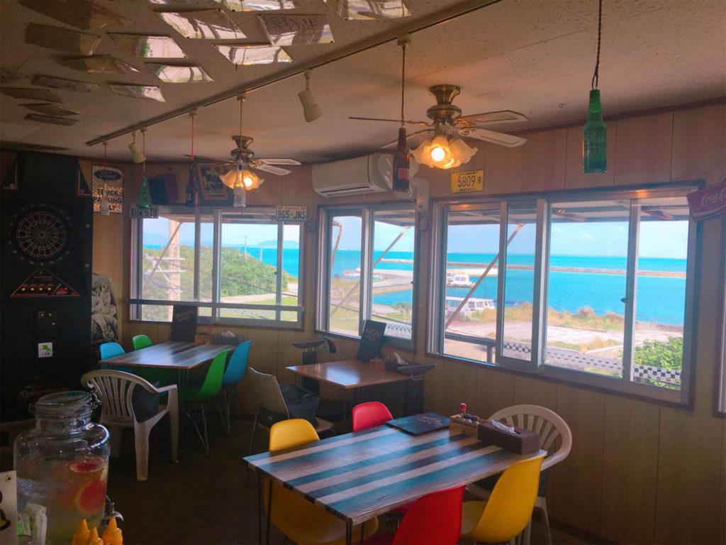 小浜島のBOB's CAFE(ボブズカフェ)の店内イメージ