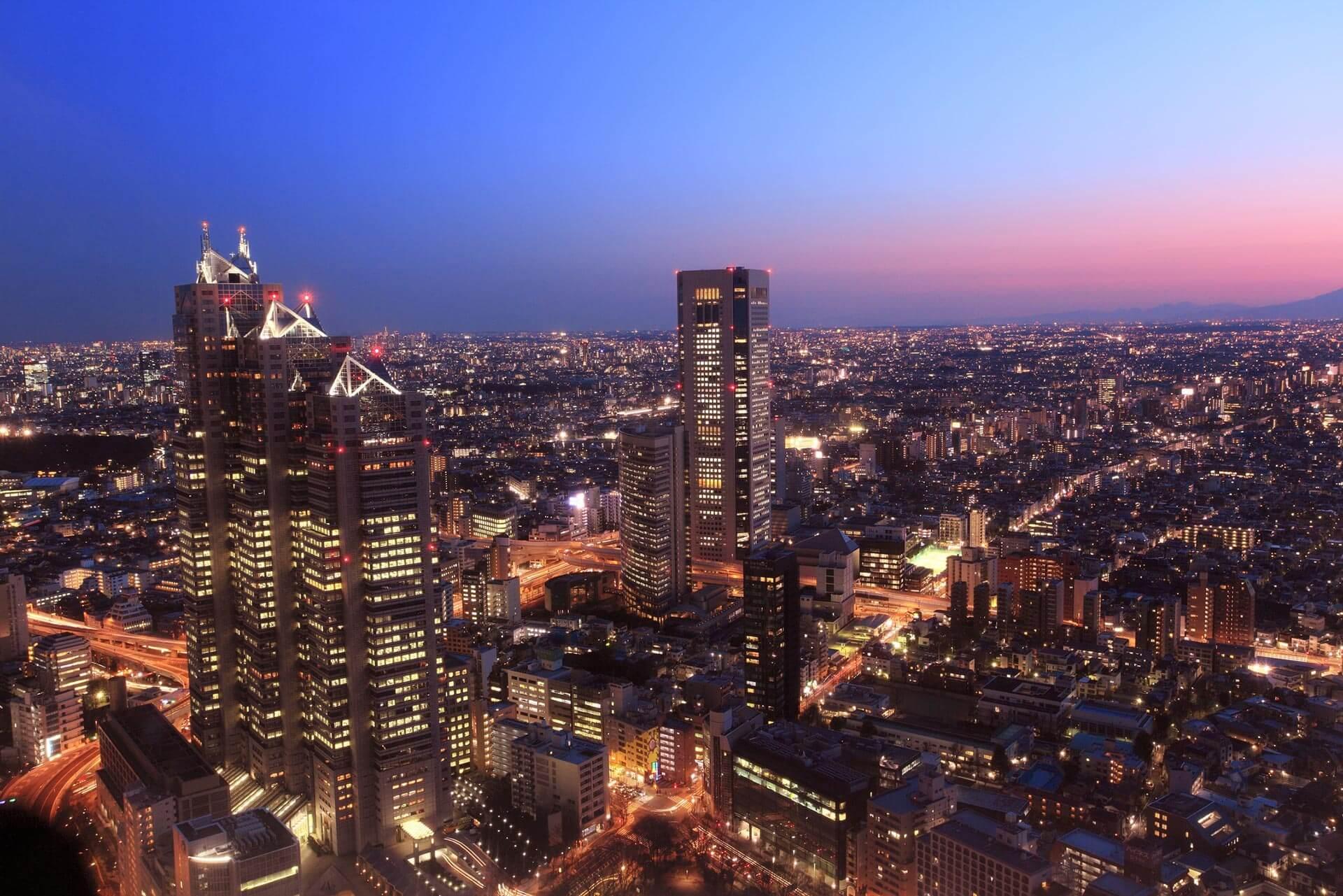 都庁よりビル群の夜景と夕焼け